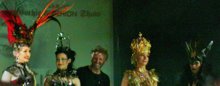 Models und Designer auf der Festival-Modenschau