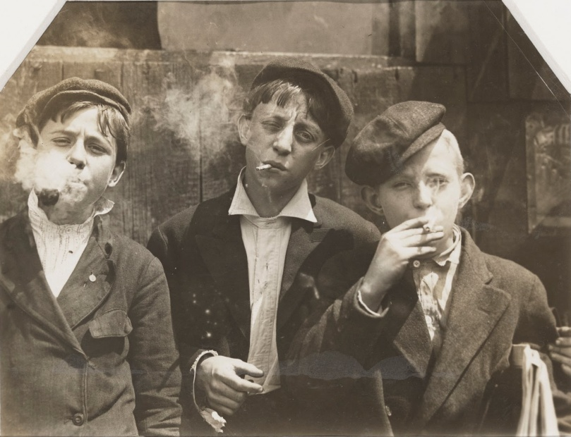 Lewis_Hine_-_Newsies_at_Skeeters_Branch,_St._Louis,_Missouri_-_Google_Art_Project