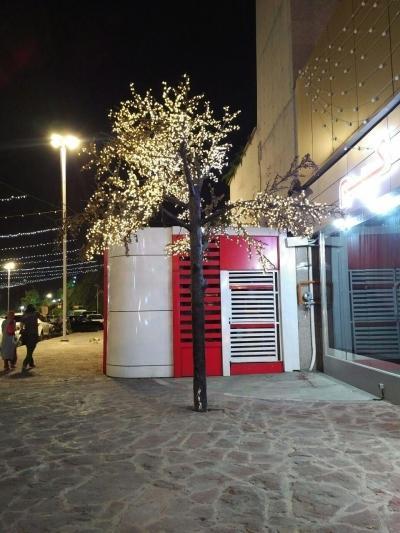 Unnötig: Teheran ist jederzeit beleuchtet wie ein Weihnachtsmarkt.